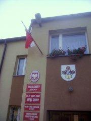 Dzień Flagi AD 2014 - oplątana flaga na Urzędzie Gminy. Wójtowi zwisa nie tylko biało-czerwona… !!!