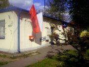 """Poczta Polska w Zdunach - Dzień Flagi 2015. Piękna flaga Poczty Polskiej w formule """"Dobrej Flagi""""… obok wielkiej flagi o barwach narodowych..."""