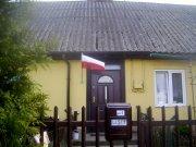 """Dzień Flagi AD 2015 – """"Dobra Flaga"""" u mieszkańca w gminnym budynku komunalnym… Po prostu - trzeba chcieć !"""